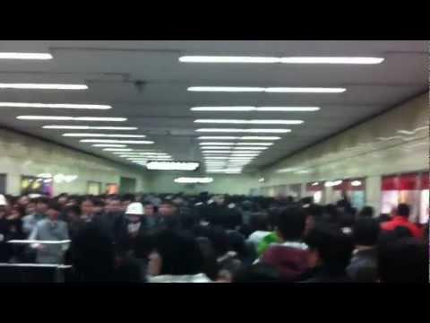 Guangzhou CAntom Kanton Metro Underground Ubahn Subway crowd in rush Hour