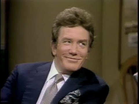 Albert Finney on Late Night, February 10, 1982 Mp3