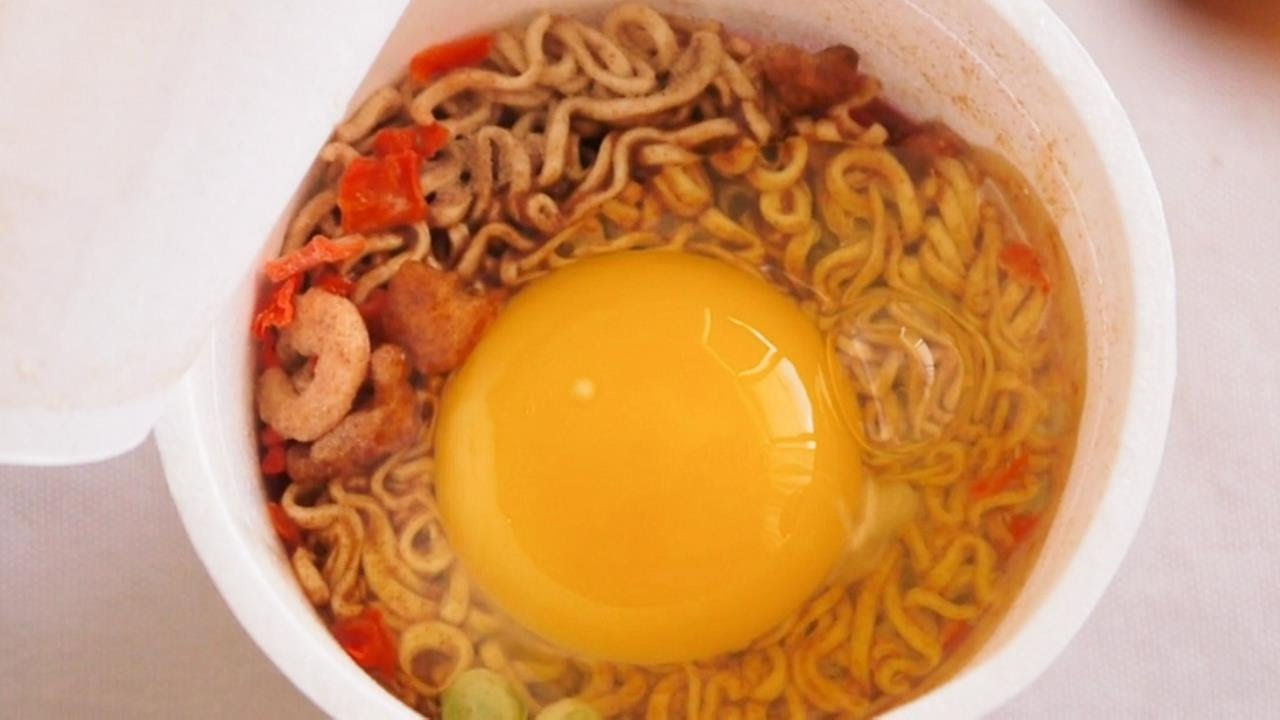 Cup Noodles and an Egg - YouTube