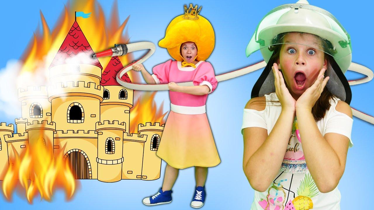 Принцесса Сина учится тушить пожар. Видео про игрушки Пожарная станция. Развивающие видео для детей