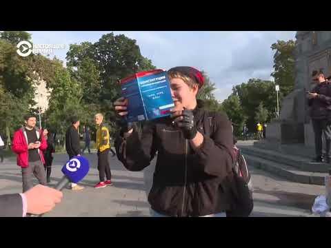 ОМОН и Росгвардия задерживают людей в центре Москвы