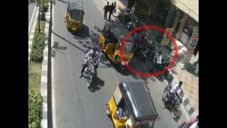 Mobile  Snatching Caught on CCTV Cam | Live Crime in India | Tirupati Traffic Police