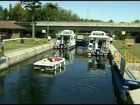 Ontario: Houseboat Holiday on the Lakes & Rivers