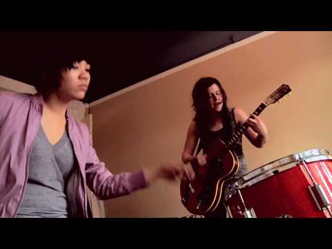 Thao and Mirah - We're So Sorry (Yours Truly Session)