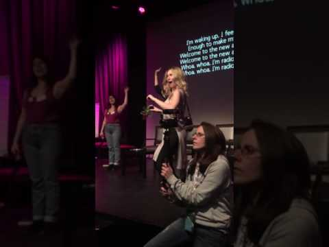 The 100 cast sings along to Radioactive - #WAG2