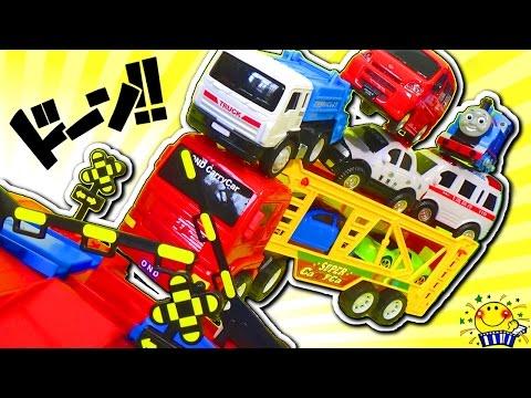 はたらくくるまと踏切が電車や交通事故からお助け★アンパンマンと働く車のヒーローショー!きかんしゃトーマス ピカチュウ 子供向け のりもの トミカ 救急車 郵便車 カーキャリア 機関車Car toys