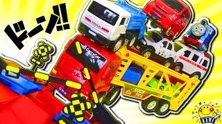 はたらくくるまと踏切が電車や交通事故からお助け★アンパンマンと働く車のヒーローショー!きかんしゃトーマス ピカチュウ 子供向け のりもの トミカ 救急車 郵便車 キャリーカー カーキャリア 機関車