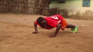 John uit Ghana wil profvoetballer worden