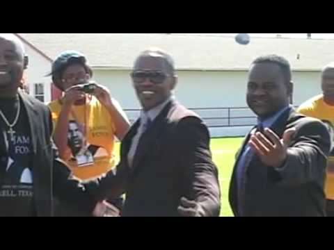 Jamie foxx arrives at Tiger stadium Terrell TX x264