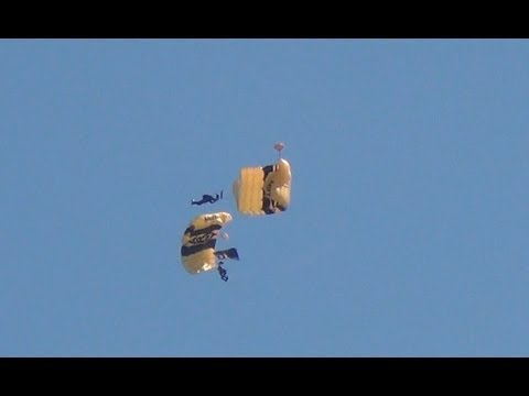 Golden Knights Chicago Air Show - Loses Parachute - On Collision Course - Formation - US Army
