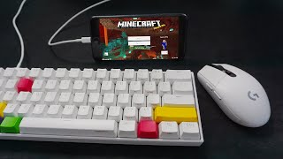 I tried MOBILE Minecraft while CHEATING with keyboard and mouse...