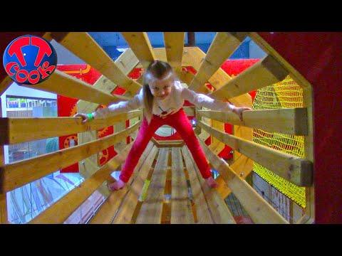 Смотреть ВЛОГ в Веревочном Парке! Ярослава Альпинист! Развлекательный Центр для Детей! онлайн