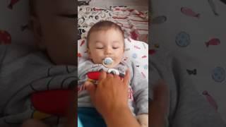 Bebek Ayaz cee yapıyor.