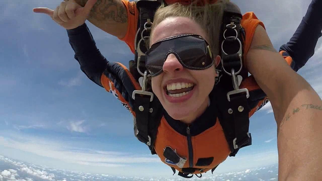 Salto de Paraquedas da Gabriela F na Queda Livre Paraquedismo 08 01 2017