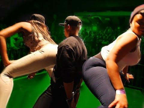 ASS Sandwich: Lucky Guy gets 2-Girl LapdanceKaynak: YouTube · Süre: 1 dakika20 saniye