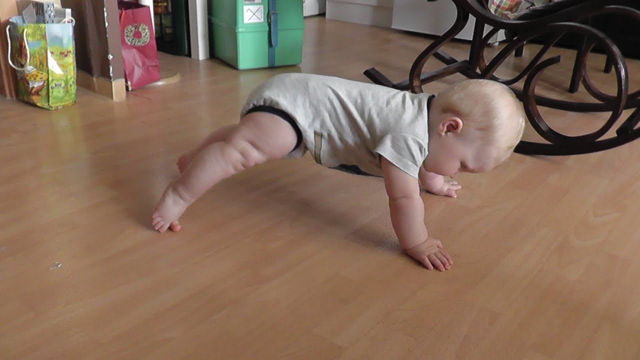 wann fangen babys an zu krabbeln