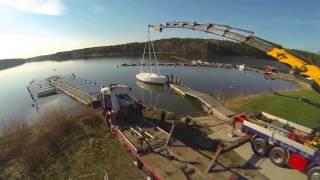 KS Kran sjösätter segelbåt 20140427