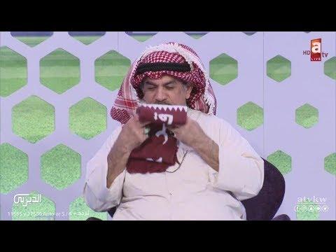 جاسم بهمن يقبل علم #قطر: 'فخر لكل العرب فوزها بكأس آسيا'