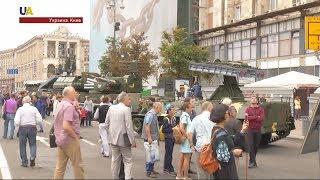 В центре Киева открылась выставка военной техники