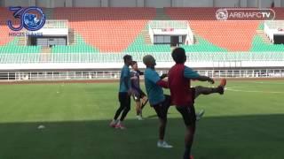 official training tim Arema FC di stadion pakansari