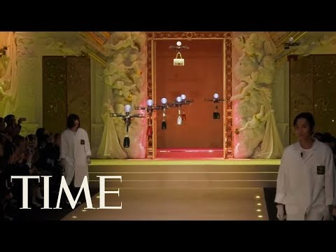 Dolce & Gabbana Sent Purses Down The Runway With Drones At Milan Fashion Show  | TIME