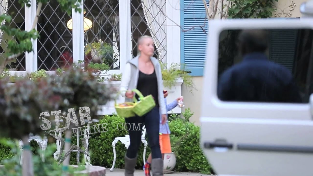 Gwen Stefani Leaving Her Parents Home After An Easter Party With Her Husband Gavin Rossdale And Kids