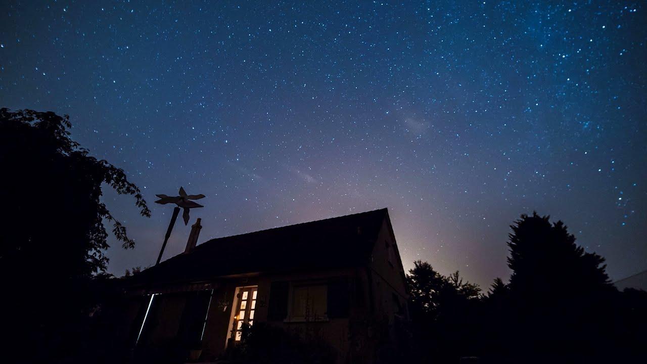 Country house by night starry sky timelapse 4k royalty - Starry sky 4k ...