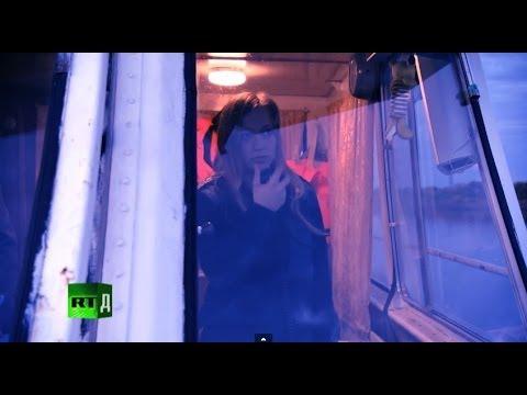 видео: Девушка на теплоходе