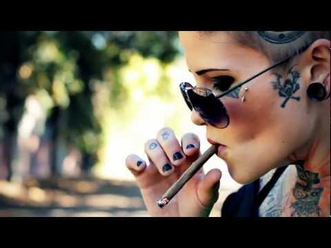 Tattoo & Piercing Smoking Chick