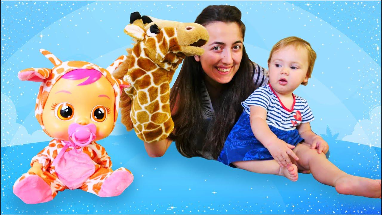Bebek bakma oyun videosu. Sevcan ve Derin ile zürafa kıyafetli Cry Baby Gigi açılımı