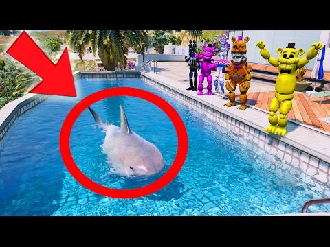 GOLDEN FREDDYS SHARK IN A POOL PRANK! (GTA 5 Mods For Kids FNAF Funny Moments)