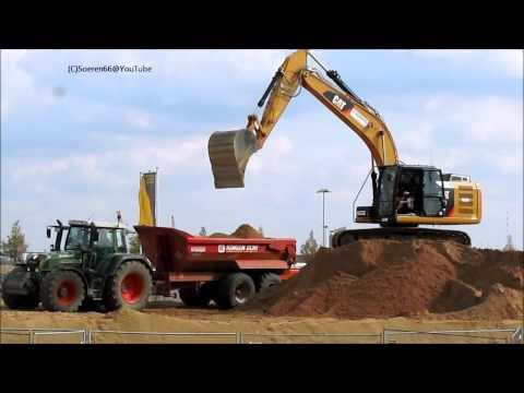 Catterpillar 318 E belädt Trecker mit Dumper
