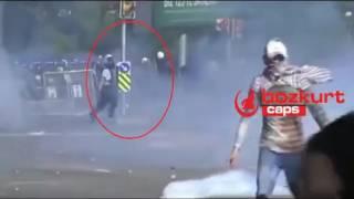 Çevik Kuvvet Atar Yapan Eylemcinin Ağzına Gaz Bombası Sokuyor :)