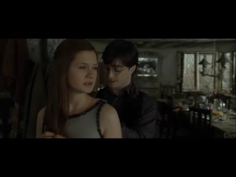 Ginny and Harry Potter Kiss  Bonnie Wright , Daniel Radcliffe