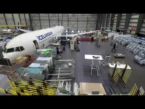 Time-lapse plane seat removal | Icelandair