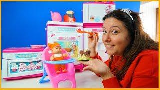 ÖZLEM ÖMERCİK'İN KARNINI DOYURUYOR GİBİ YAPIYOR l Pretend Toy Baby Care Video For Kids and Children