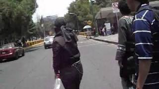 Agente del Cisen hostigando a los estudiantes en Rectoria thumbnail