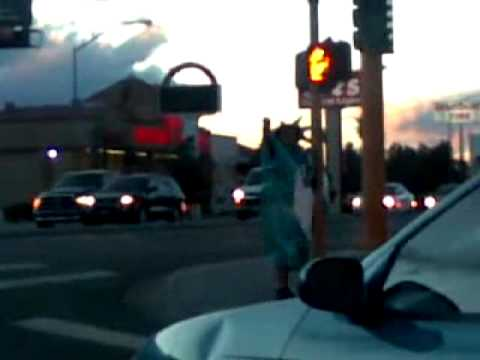 Man Dressed Up As The Statue Of Liberty Funny Dancing Doing The Running Man On Las Vegas Corner