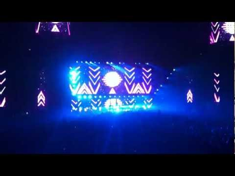 DJ Tiesto - Traffic / Adagio for strings @ Tiësto Club Life Sthlm Globen 2011