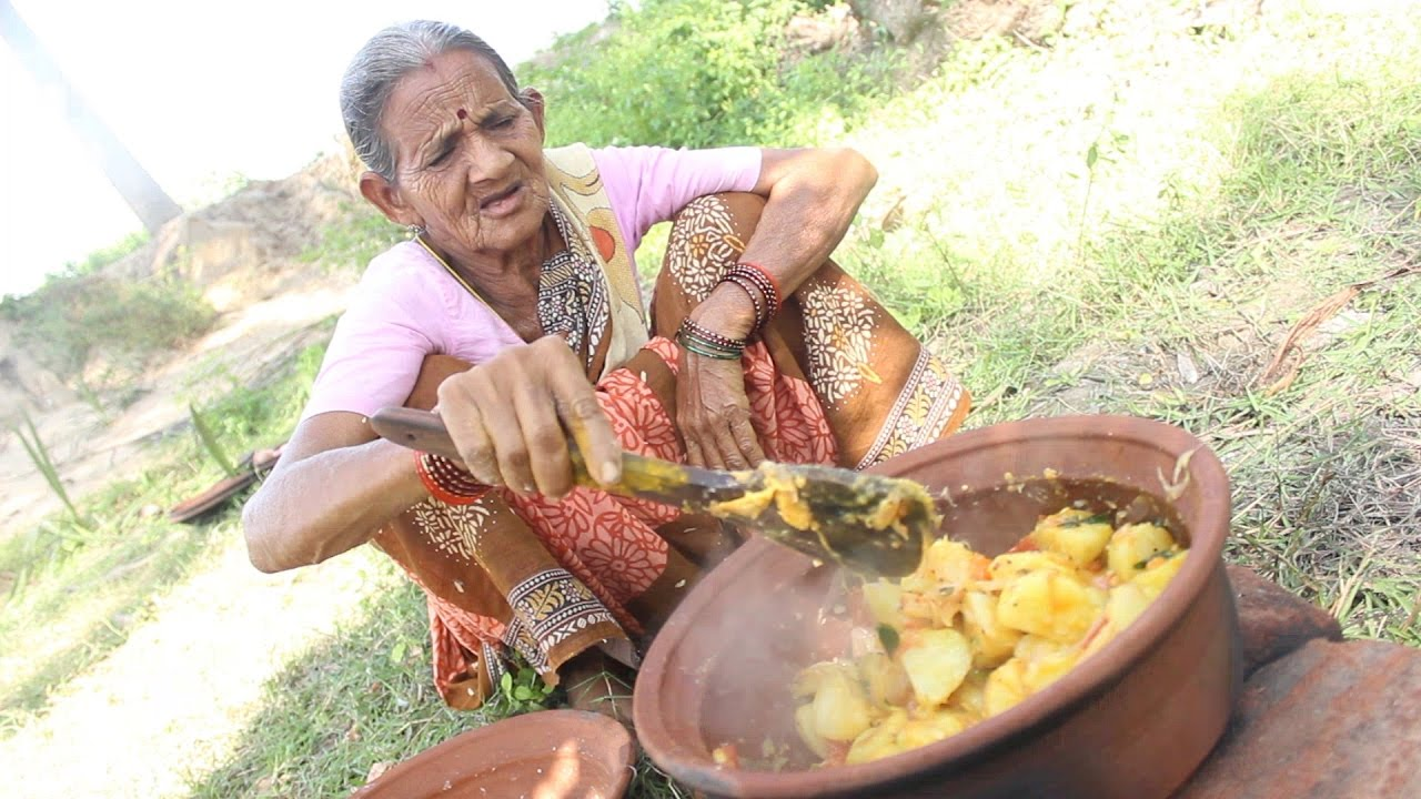 How to cook potato recipe in grandmas village style myna street how to cook potato recipe in grandmas village style myna street food youtube forumfinder Gallery