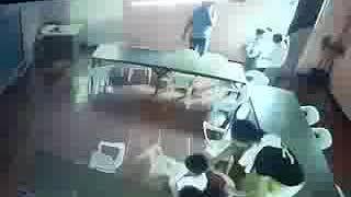 Trending: Funny Video ng Batang Ginawang Bag ang Upuan