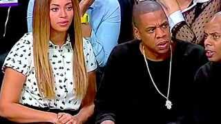Jay-Z can't believe what LeBron just did right in front him !!!!!!!!!!!!!!!