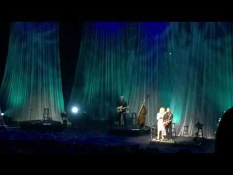 Islands In The Stream - Dolly Parton LIVE!