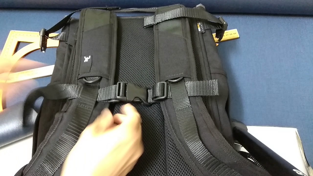How to... Remove a sternum strap from a Greenroom136 backpack.