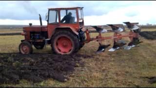 Tractor 650 si plug reversibil krone