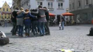 Do you know the funky chicken? - Flashmob zum Bildungsstreik 2009 in Memmingen