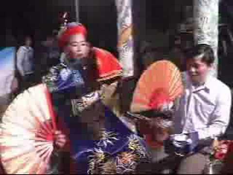 Lên Đồng(Hầu đồng,hầu bóng)giá Quan Lớn Tuần Tranh(cảnh ngài về xiên lình)