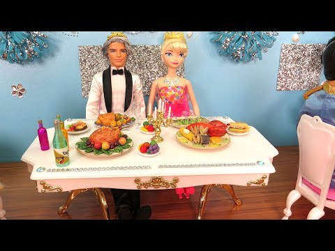 Restaurant ! Elsa's Wedding Party ! Elsa and Anna toddlers - Cake - Dance - Music - Food