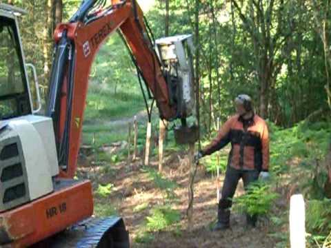 Alvorlig Opsætning af hegn / Pælebankning med hydraulikhammer og minigraver VE31