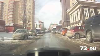 Снег с крыши повредил машину(, 2017-02-21T10:15:37.000Z)